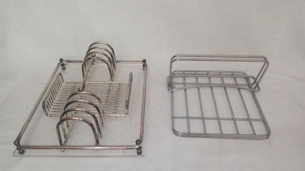 21a9e474e9 Porta-talheres em metal prateado com base de acrílico e porta-guardanapo em  .