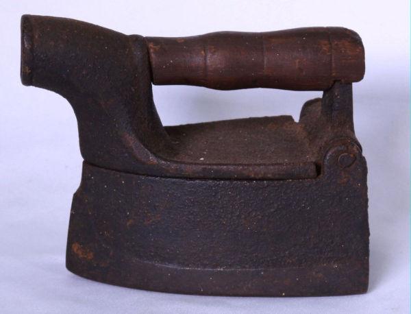 b67583789 Raridade - Antiga Reglete De Alumínio E Punção Em Madei