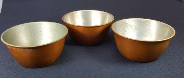 e8465b31a UTILITARIO-lote com tres potinhos em cobre para uso domestico ou  culinario.10cm