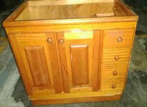 Armário de banheiro, folheado em cerejeira, com duas e quatro gavetas, no estado> Medindo: