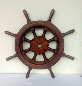 Timão Naval em grossa madeira nobre torneada, com 08 malaguetas. Mede 75 cm.