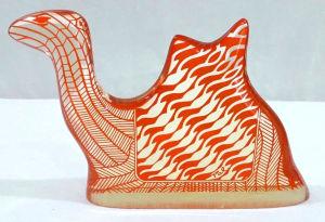 PALATNIK – Escultura cinética representando camelo em resina de poliéster de manufatura Abraham Palatnik. Medindo 10,5 cm de altura por 16 cm de comprimento.