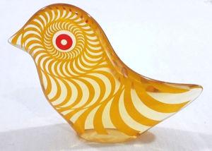PALATNIK – Escultura cinética representando pássaro em resina de poliéster de manufatura Abraham Palatnik. Medindo 9,5 cm de altura por 13 cm de comprimento.