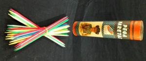 CURIOSIDADES - Brinquedo original dos anos 80 `PEGA VARETA` contendo embalagem original. Mede 19,5 cm.