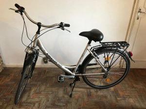 Bicicleta em alumínio, marca Kreidler, modelo Beamer SLT, aro 26, relação shimano 21 marchas, freios em alumínio, com bagageiro traseiro.