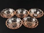 ANOS 60 - Cinco Bowls para servir sobremesas, executadas em vidro moldado, em rara tonalidade salmão, decoração com bolas, borda recortada e movimentada.  4 cm X 13 cm (Alt./Diâm.). xxv