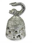 Belíssima Sinteta de Coleção, executada em metal prateado, pega em peixe, com inscrições dos quatro Evangelistas. Dimensões: 8 cm X 5 cm (Alt./Diâm.). l