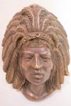 Antiga escultura  em bronze ricamente cinzelado, representando busto de indio. Med.19 x 14 x 7 cm.
